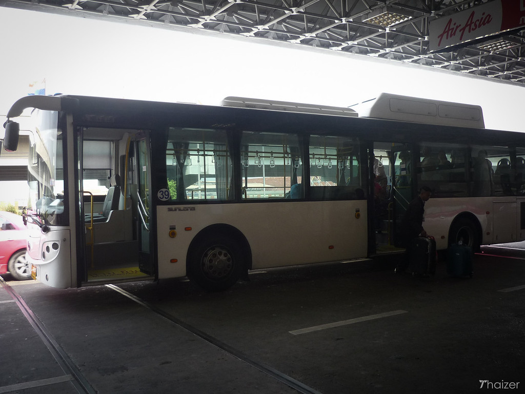 free airport shuttle bus between bangkok suvarnabhumi and don muang