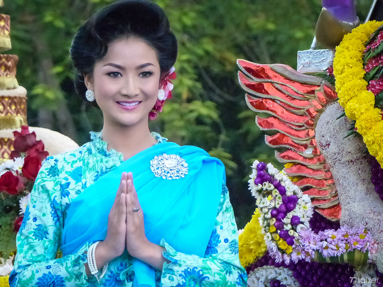 lady wais on float at Chiang Mai Flower Festival
