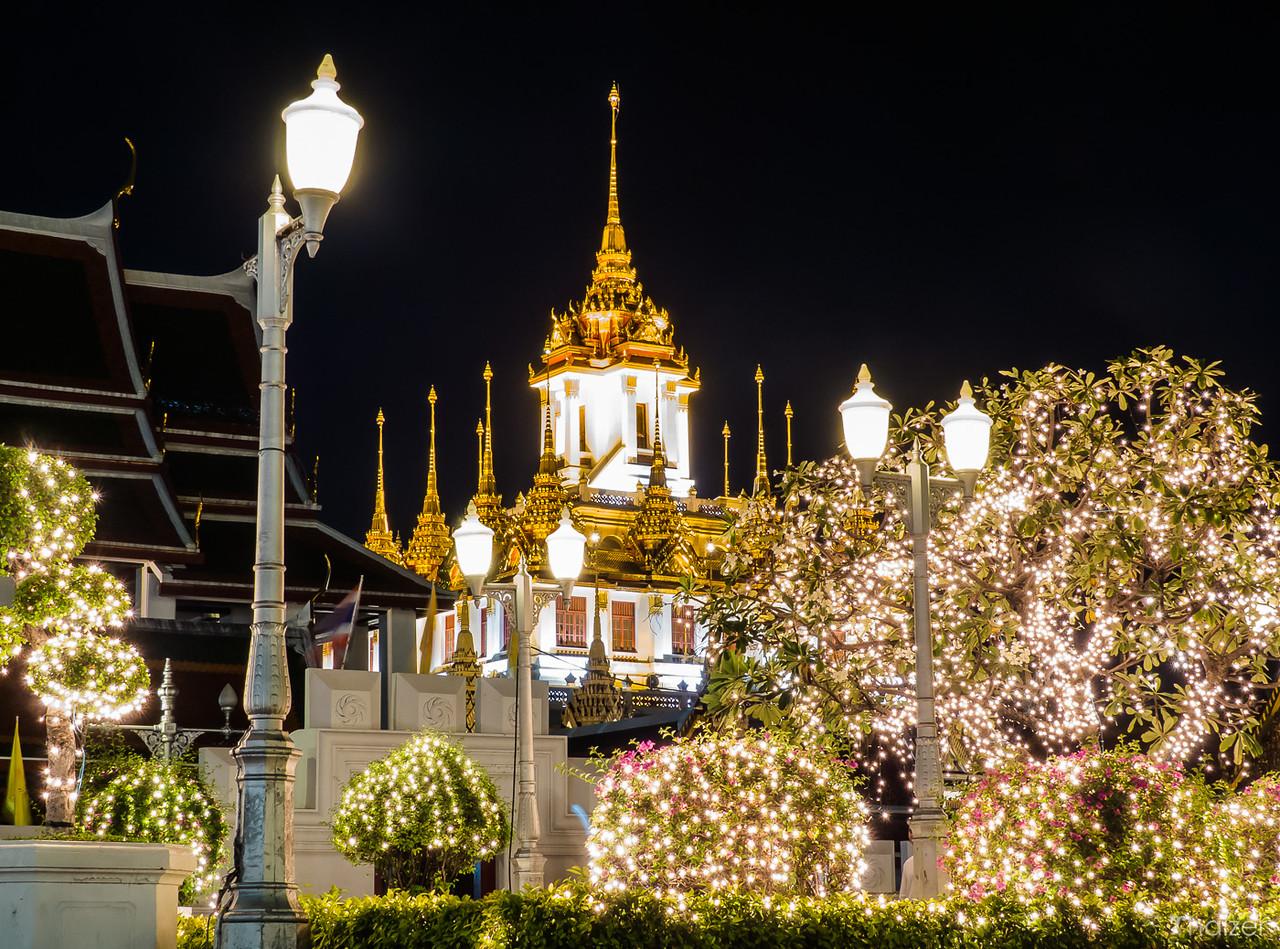 Wat Ratchanada and Loha Prasat at night
